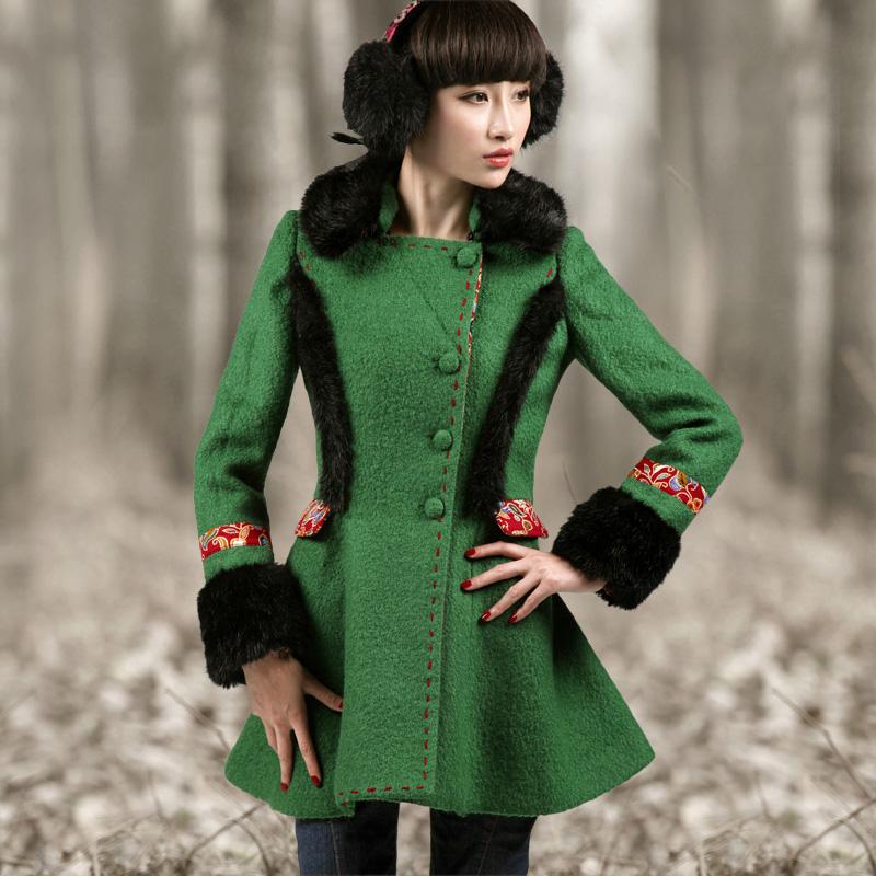 пальто с цветной меховой отделкой