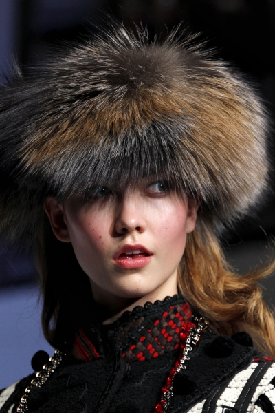 Меховая шапка под шубу: носить или нет?