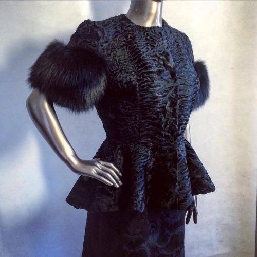 Стильный меховой жакет: какой выбрать и с чем носить?
