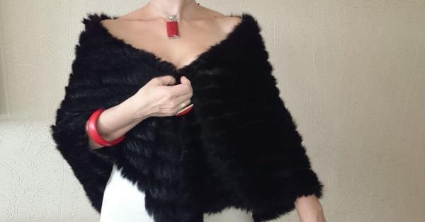 Накидка из меха на плечи: как и с чем носить?