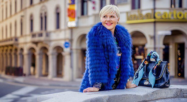 Синяя шуба: кому подойдет и с чем носить?