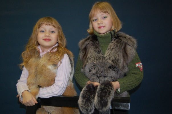Детская меховая жилетка: выбираем лучшую